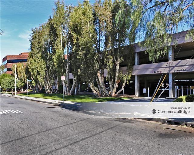 Carlton Plaza
