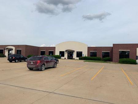 4935 Bowling St  - Cedar Rapids