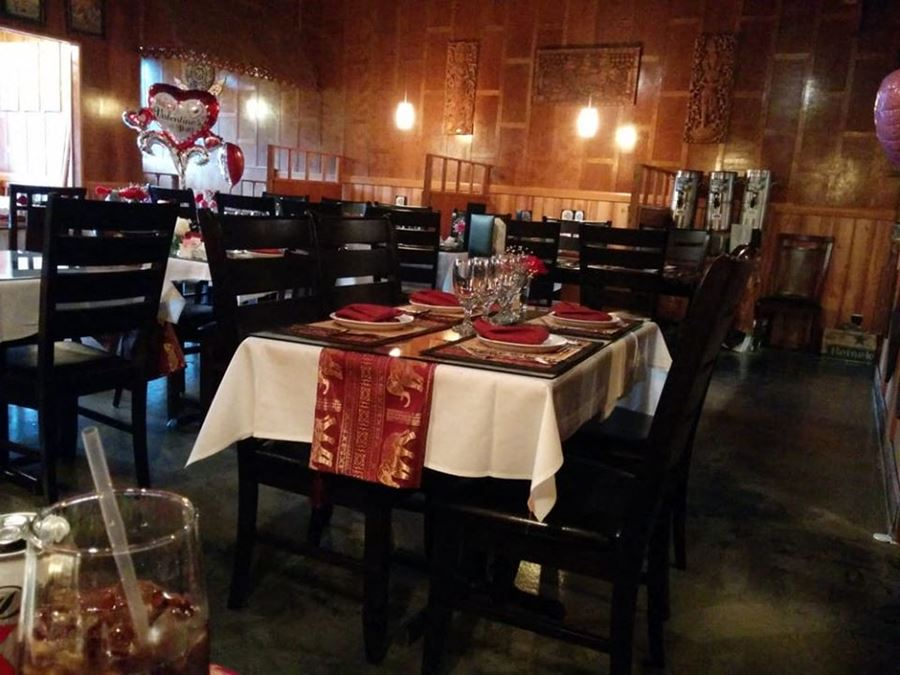 Amazing 2nd Generation Restaurant in a great location near NAS Jacksonville for lease