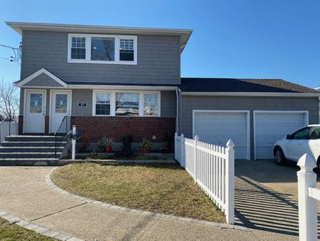 27 Division Ave Levittown NY - Levittown