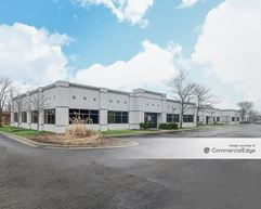 Saunders Woods Corporate Center - Riverwoods