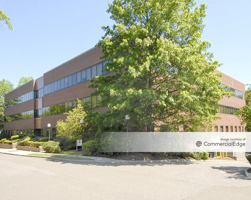 Crown Corporate Campus - 476 Wheelers Farms Road