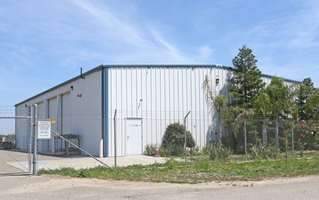 Like-New Freestanding ±4,500 SF Industrial Building - HWY 99 Access - Madera