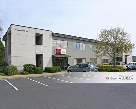 Oakway Center - 2300 & 2350 Oakmont Way - Eugene