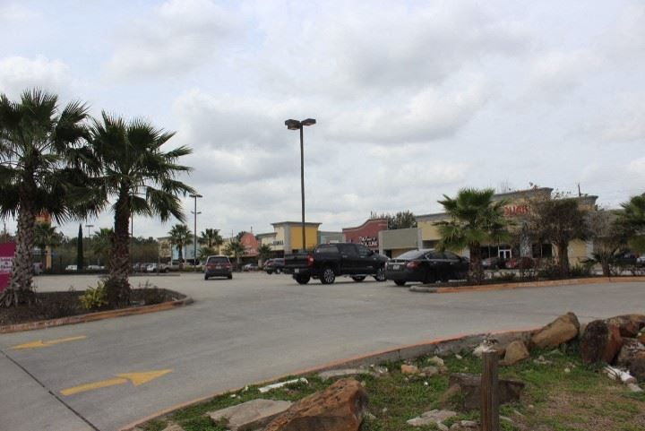 Pre-Leasing Retail Spaces on Spears Road in Northwest Houston