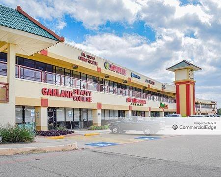 Oakridge Plaza - Garland