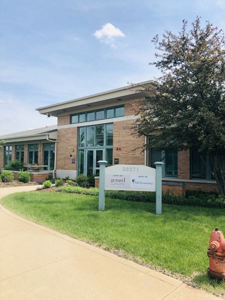 Cantera Lakes Business Park - Warrenville