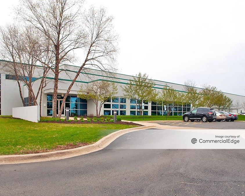 Turnberry Lakes International Business Center - 1600 Central Avenue