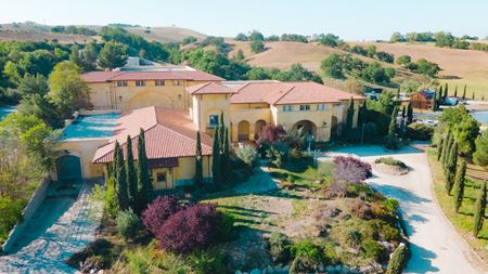 Vineyard with Turnkey Winery & Luxury Estate - Paso Robles