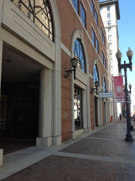 Gay Street Bank Branch Available - Knoxville