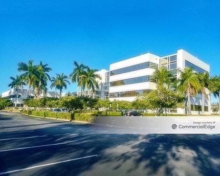 2050 Spectrum Blvd - Fort Lauderdale