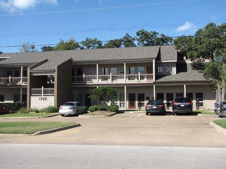± 670 SF Office Space   1722 Broadmoor Drive   Bryan, TX - Bryan