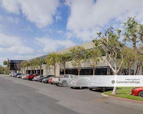 Centerpointe La Palma - 14 Centerpointe Drive