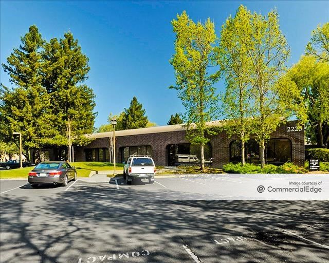The Lakes - 2225-2255 Challenger Way