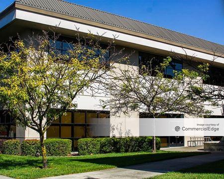 Oak Valley Business Center - 463 & 475 Aviation Blvd - Santa Rosa
