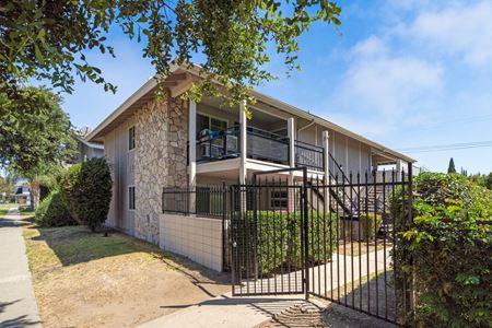Burwood Apartments - La Habra