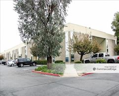Garry Plaza Offices - Santa Ana
