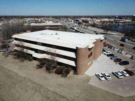 LEASING INCENTIVES! RIVER FRONT OFFICE SPACES, FREE RENT! - Wichita