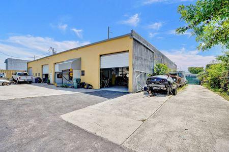 Industrial Auto Body Building - Oakland Park