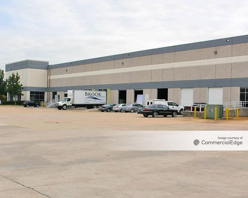 Luna Distribution Center - 2100 Luna Road