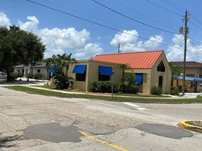 2090 Hendry St - Fort Myers
