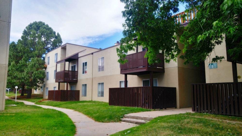 Woodstream Falls Condominiums