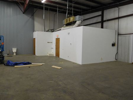 Industrial Space For Lease | 1933 & 1935 E. Florida - Springfield
