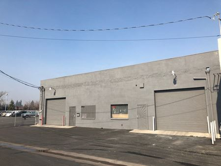 Multiple Retail/Warehouse Spaces Available Off Blackstone Ave - Fresno