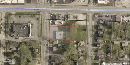 2,400' SF Retail Building For Lease on National & Kearney - Springfield