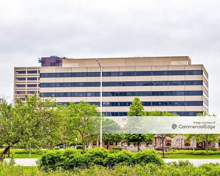 Woodfield Executive Center - 1101 Perimeter Drive - Schaumburg
