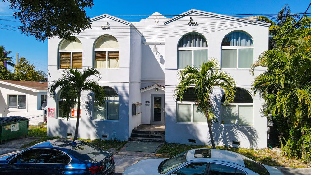 345 NW 34th St