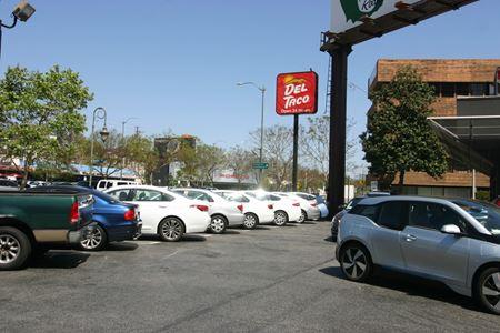 Sandstone Restaurant Plaza - Los Angeles