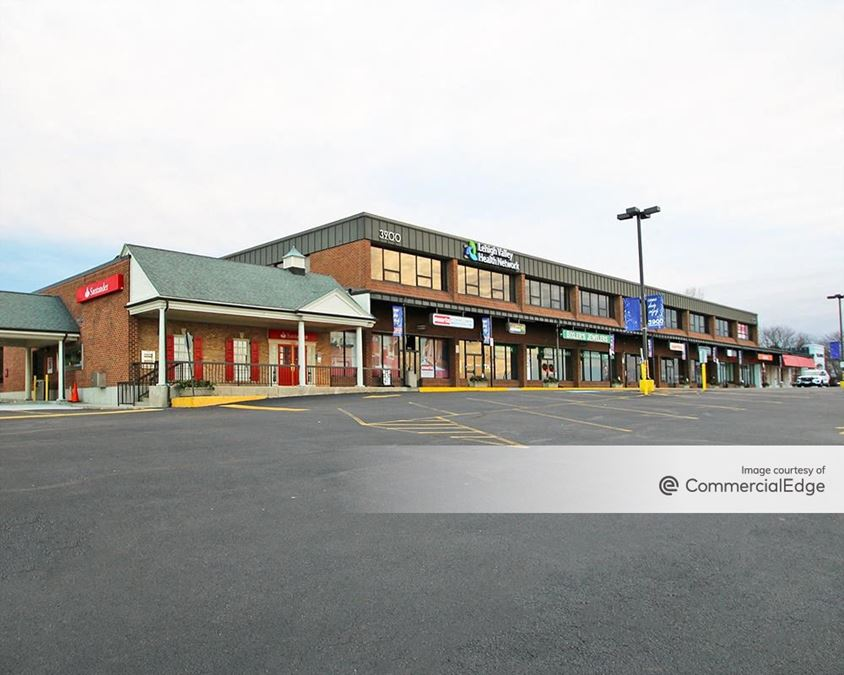 The Shops & Offices at 3900 Hamilton Center