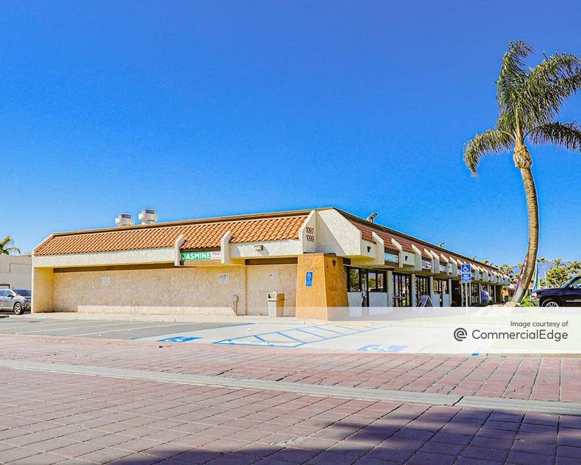 Los Compadres Plaza