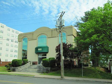 901 Farmington Ave - West Hartford