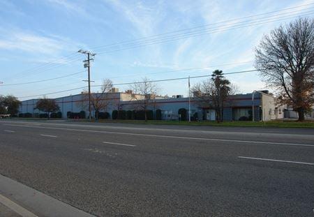 Industrial Manufacturing/Distribution Building w/ Multiple Docks - Visalia