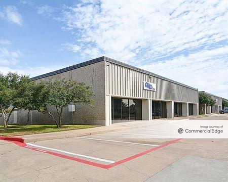 Oakridge Business Center - Grand Prairie