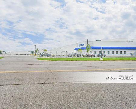 1101 North Center Road - Flint