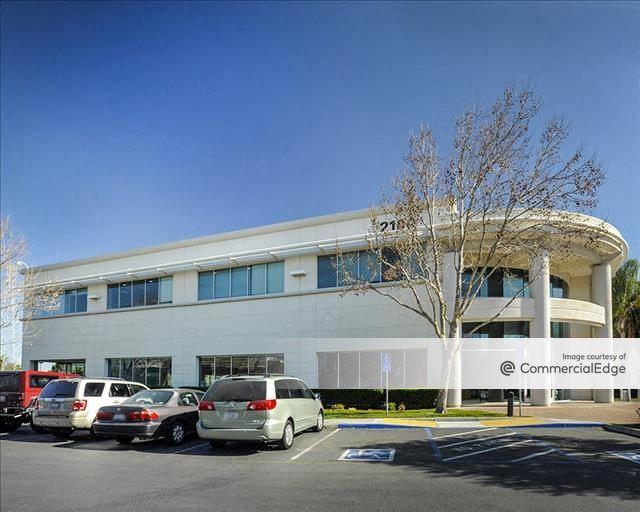 Gold Street Technology Center - 2100 Gold Street