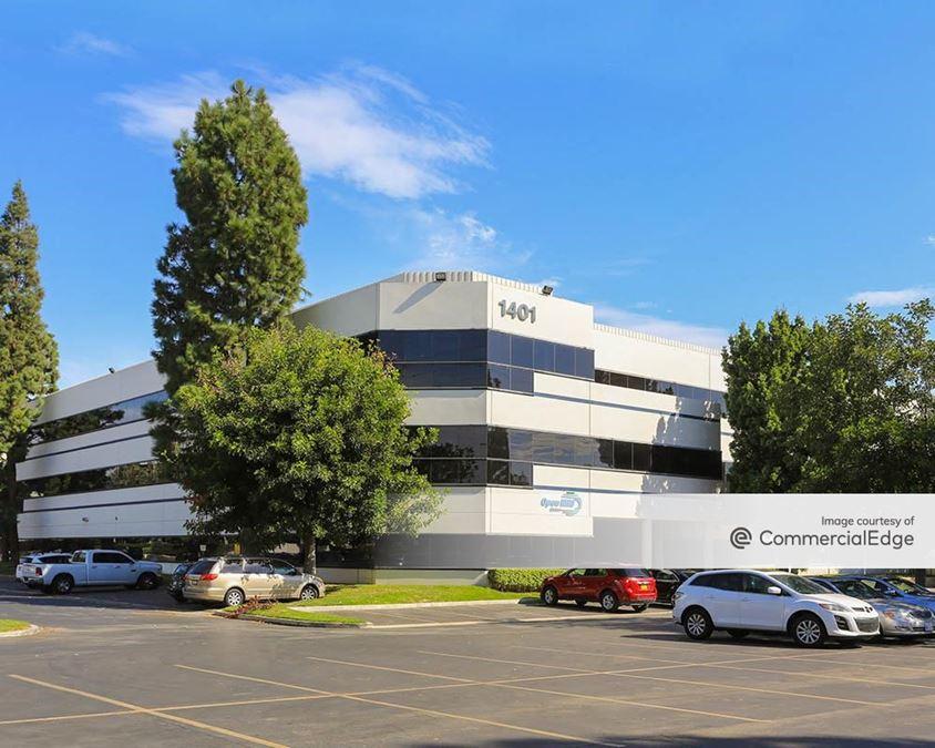Tustin Corporate Plaza