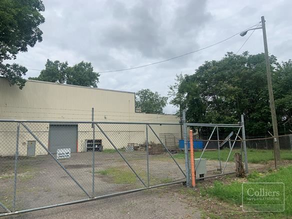 For Sale > North Detroit Industrial Close to Woodward Avenue 19,050 SF With Three Cranes