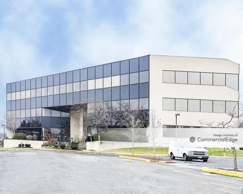 Holmdel Corporate Plaza