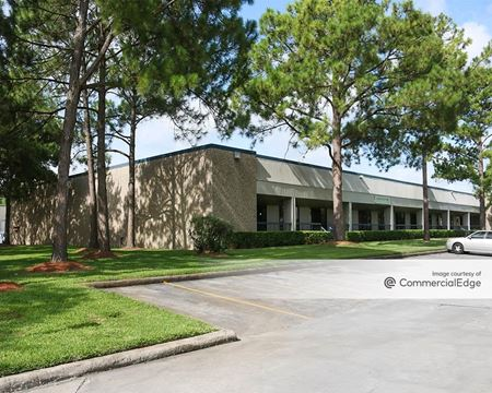 Pine Forest Business Park - 300 & 352 Garden Oaks Blvd - Houston