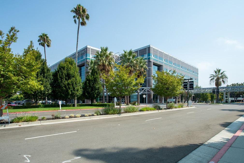 Regus | Techmart Center