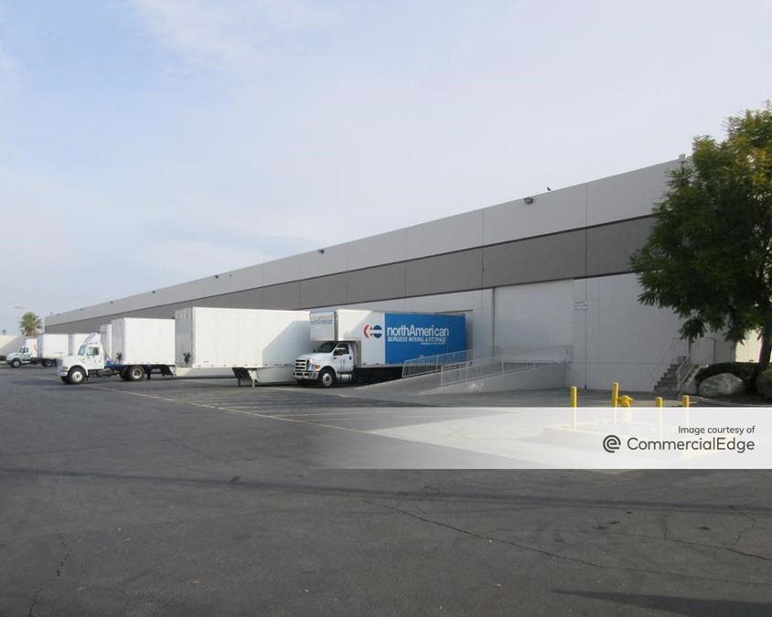 Iowa Distribution Center - 1601-1699 Iowa Avenue