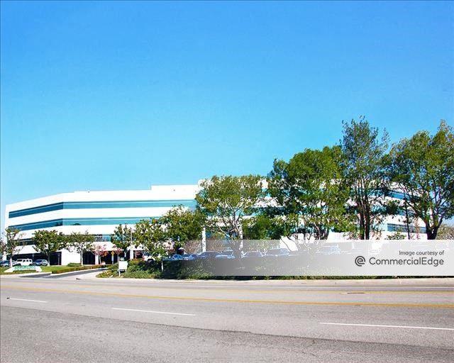 Oakbrook Plaza