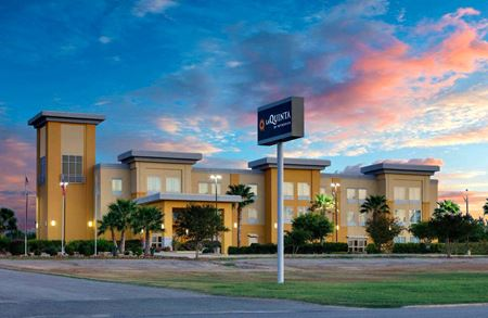 La Quinta Inn & Suites by Wyndham - Jourdanton