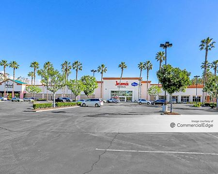 Marketplace At The Lakes - West Covina