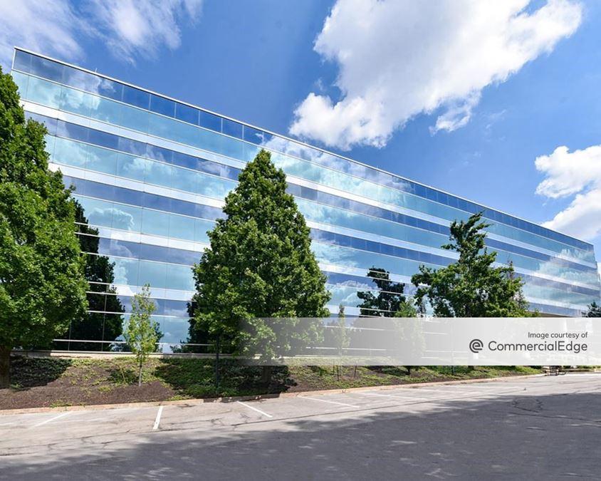 12 Corporate Woods