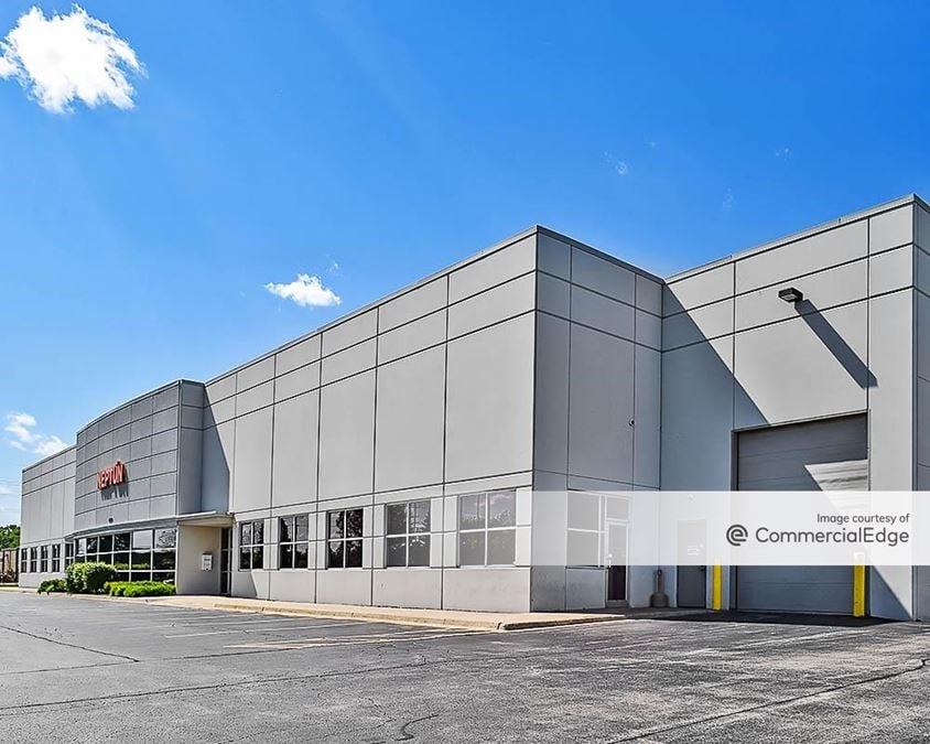 Green Oaks Business Center - 13820 & 13950 West Business Center Drive